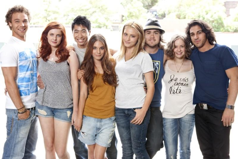 The Tomorrow Series: il domani che verrà, il cast in una foto di gruppo promozionale