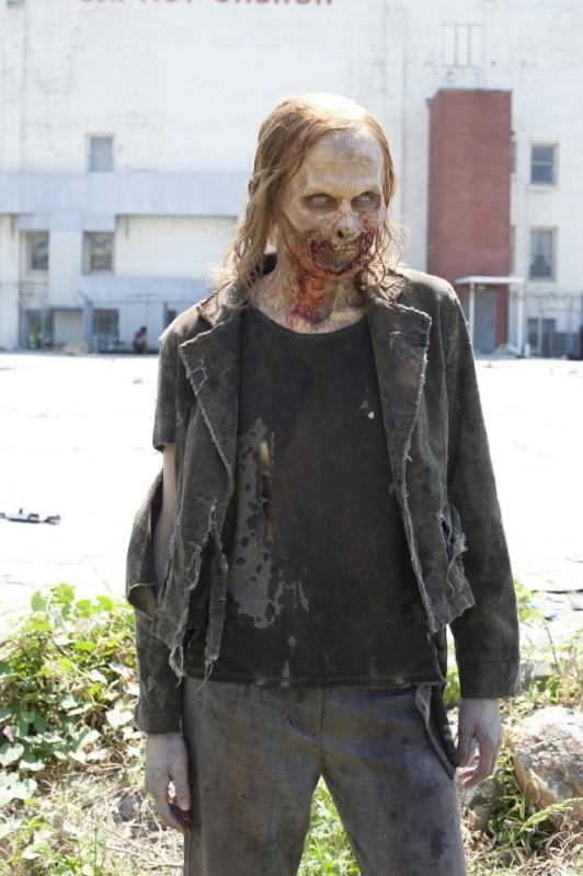 Un Errante ne La strada da percorrere, primo episodio della seconda stagione di The Walking Dead