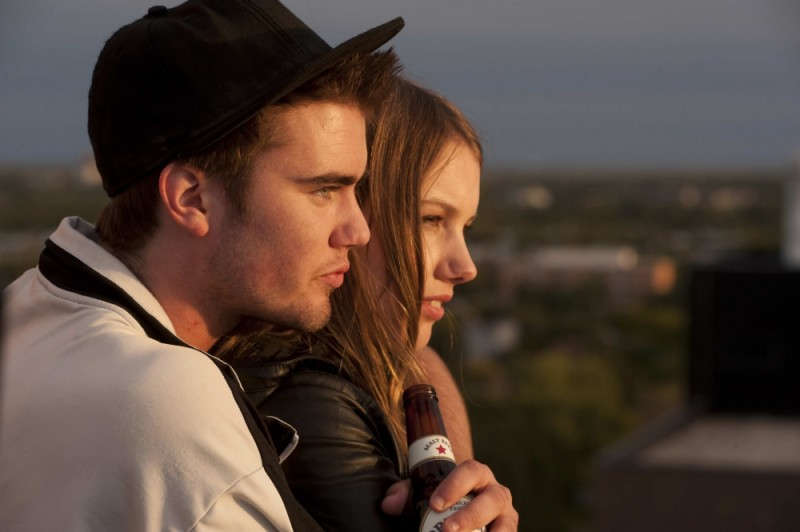 Cameron Bright in un'immagine tratta dal film Little Glory insieme ad Hannah Murray