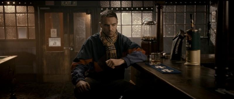 Charlie Creed-Miles è Wild Bill in una scena del film