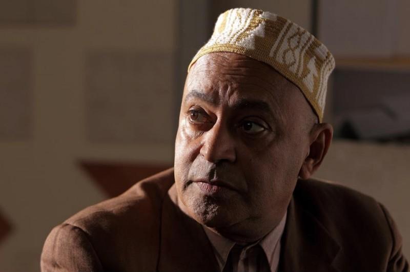 Hassani Shapi in una scena della commedia Lezioni di cioccolato 2