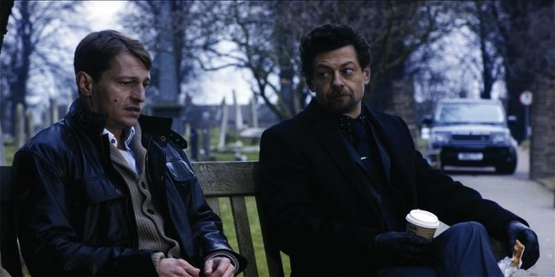 Leo Gregory e Andy Serkis in una scena del film Wild Bill