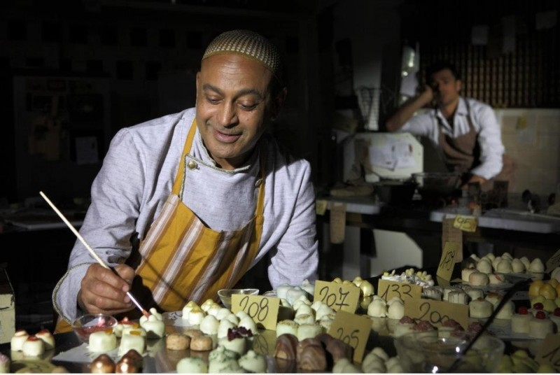 Lezioni di cioccolato 2: Hassani Shapi in una scena del film insieme a Luca Argentero