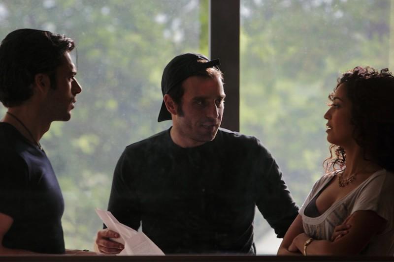 Luca Argentero insieme al regista Alessio Maria Federici e a Nabiha Akkari sul set di Lezioni di cioccolato 2