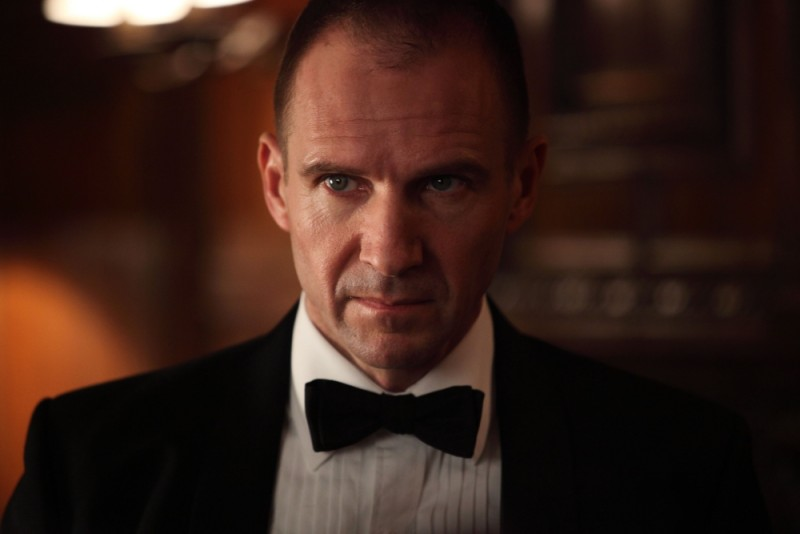 Ralph Fiennes in una scena tratta dal thriller Page Eight
