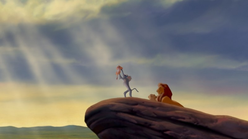 Simba, Rafiki, Sarabi e Mufasa in una bella immagine del film Il re leone 3D