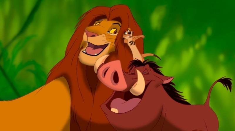 Simba, Timon e Pumbaa in una tenera immagine de Il re leone 3D