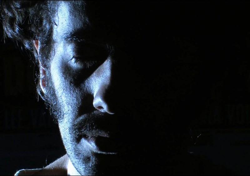 Stefano Deffenu in una scena del film Sagràscia