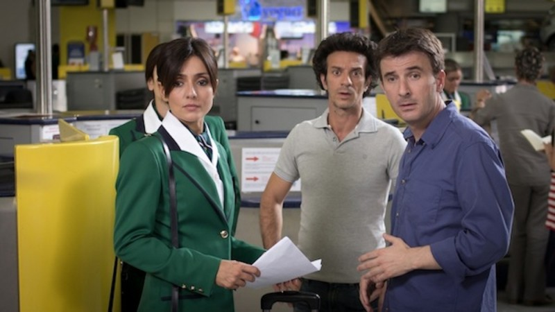 Ambra Angiolini insieme a Ficarra e Picone in una scena del film Anche se è amore non si vede