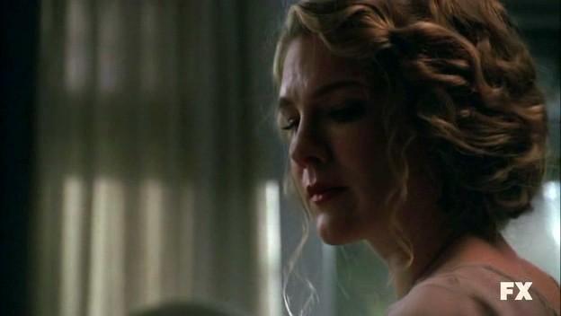American Horror Story (ep. Murder House, prima stagione) Lily Rabe è Nora, ex-proprietaria della casa