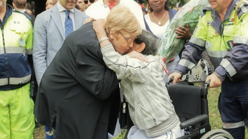 Angelo Licheri e la mamma di Alfredino Rampi in un'immagine tratta dal documentario L'angelo di Alfredo di Fabio Marra