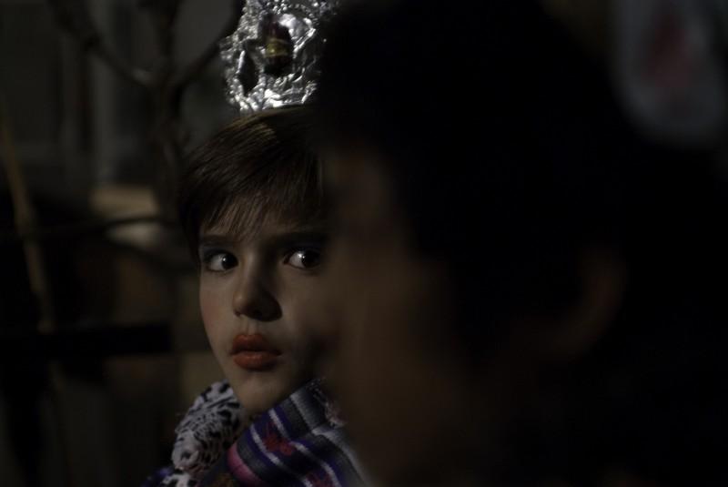 En el nombre de la hija, Sebastián Hormachea spaventato in un'immagine del film