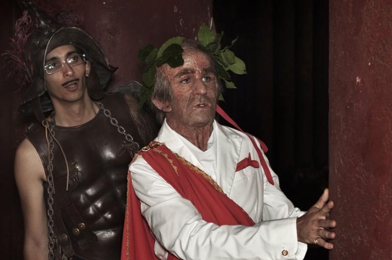 Fabrizio Biggio e Francesco Mandelli in costume in un'immagine de I soliti idioti