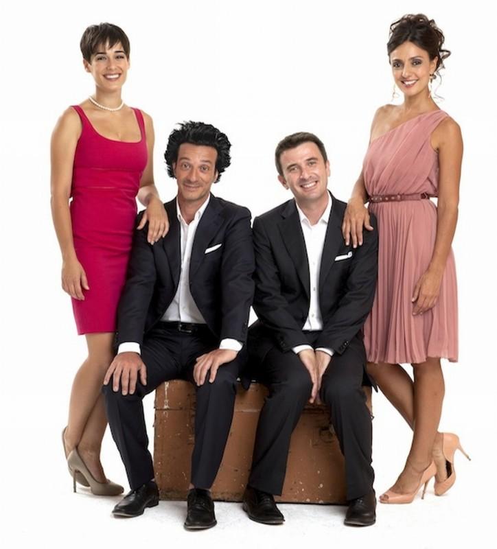 Ficarra, Picone, Ambra Angiolini e Diane Fleri in una foto promozionale di Anche se è amore non si vede