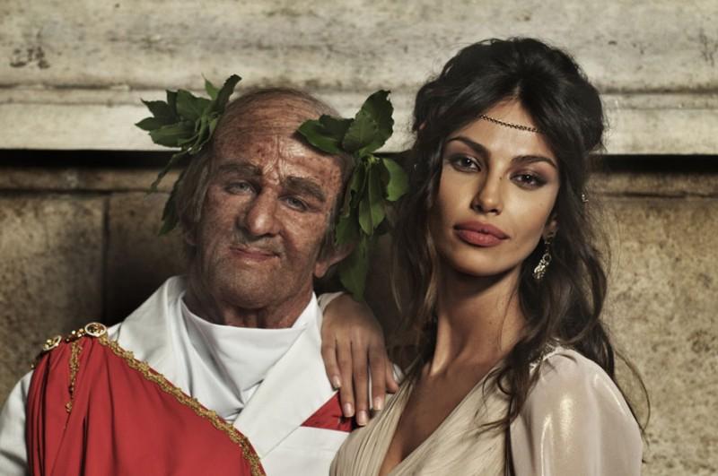 Francesco Mandelli insieme a Madalina Ghenea ne I soliti idioti