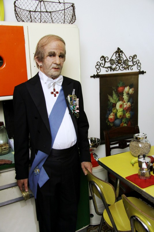 Francesco Mandelli, protagonista de I soliti idioti, in un'immagine dal set
