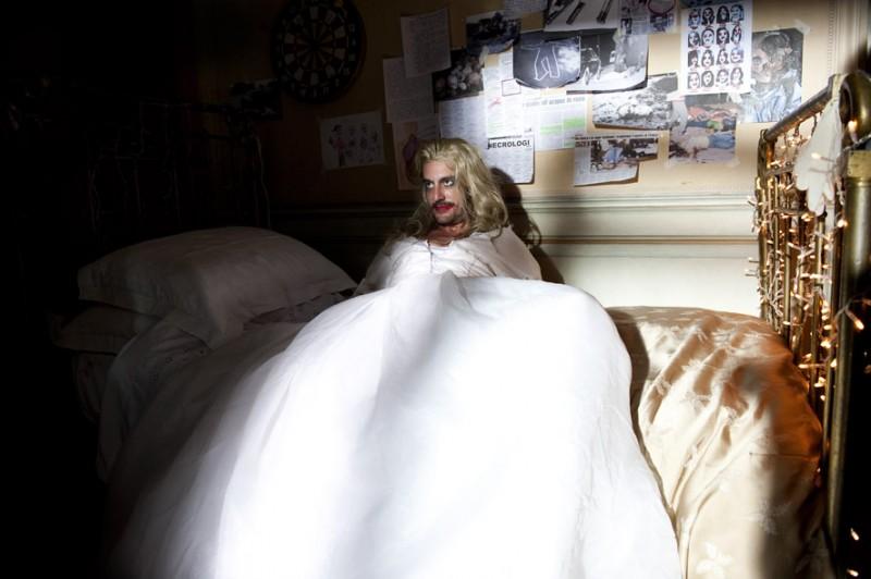 I soliti idioti: Marco Foschi in una scena del film