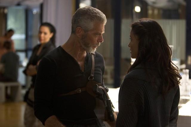 Terra Nova: Stephen Lang e Shelley Conn nell'episodio The Runaway