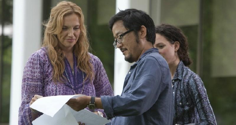 Toni Collette insieme al regista Dennis Lee sul set del film Jesus Henry Christ