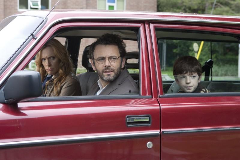 Toni Collette, Michael Sheen e Jason Spevack in una scena del film Jesus Henry Christ