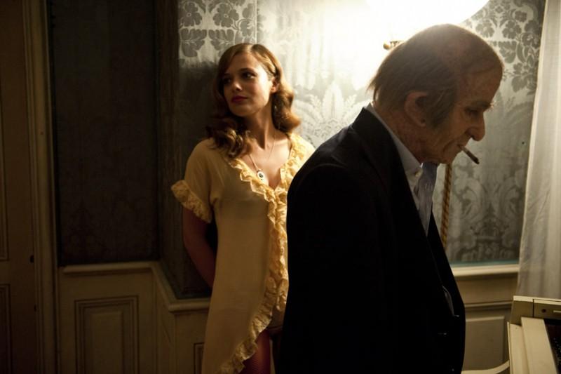 Valeria Bilello e Francesco Mandelli in una scena del film I soliti idioti