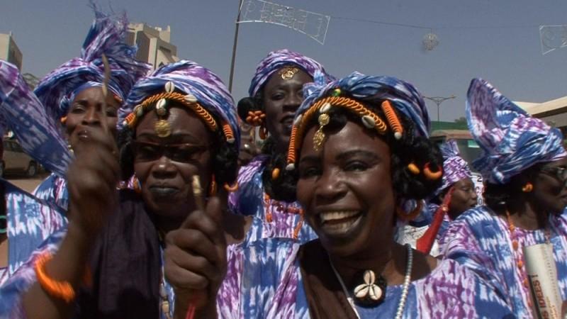 African Women: in viaggio per il Nobel della pace, un'immagine tratta dal documentario di Stefano Scialotti