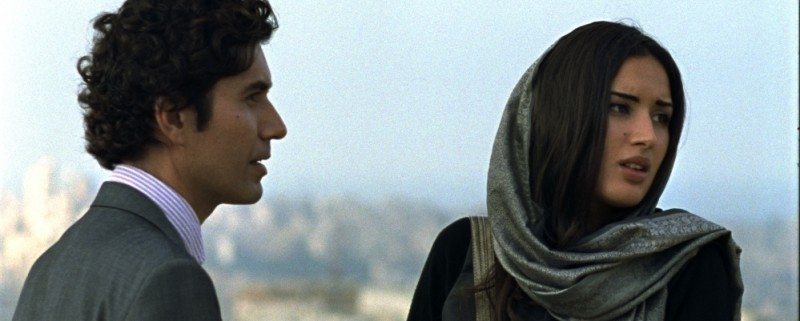 Circumstance: Reza Sixo Safai e Sarah Kazemy in una scena del film
