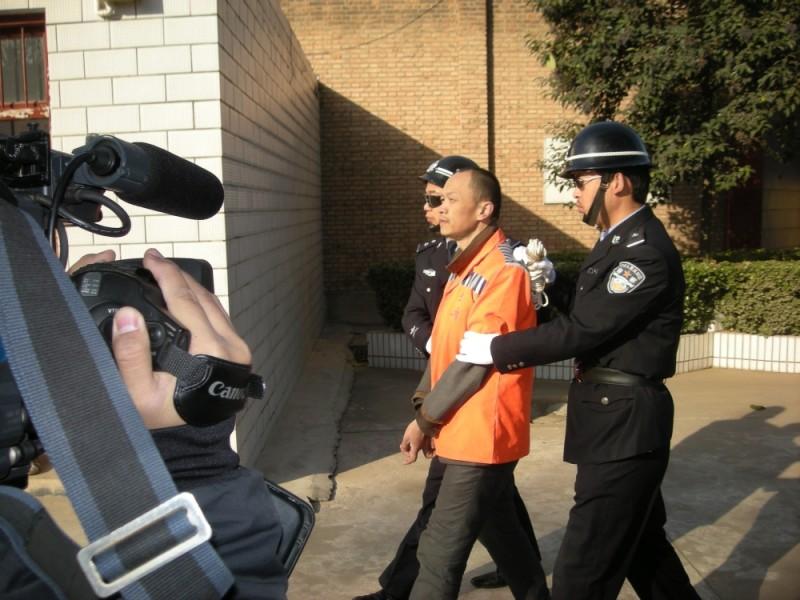 Dead men talking, Bao Rongting mentre viene condotto alla sua esecuzione