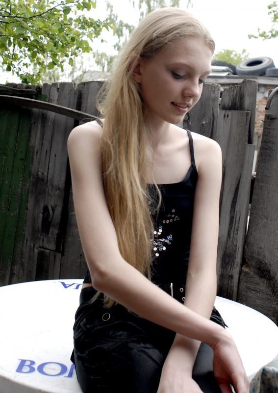 Girl model: la protagonista Nadia in un'immagine tratta dal documentario