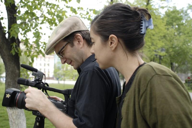 Girl model: una foto dal set per Ashley Sabin e David Redmon, registi del documentario