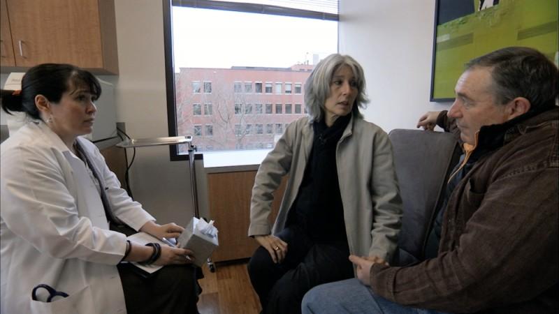 How to die in Oregon: il dottor Katherine Morris insieme ai protagonisti Cody Curtis e Stan Curtis in una scena del documentario