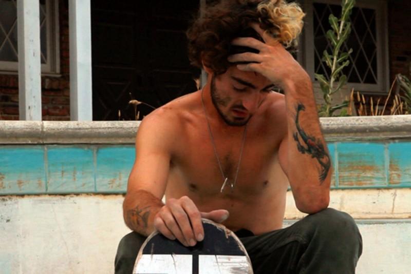 Josh 'Skreech' Sandoval, lo skater punk californiano in una scena del documentario di Tristan Patterson