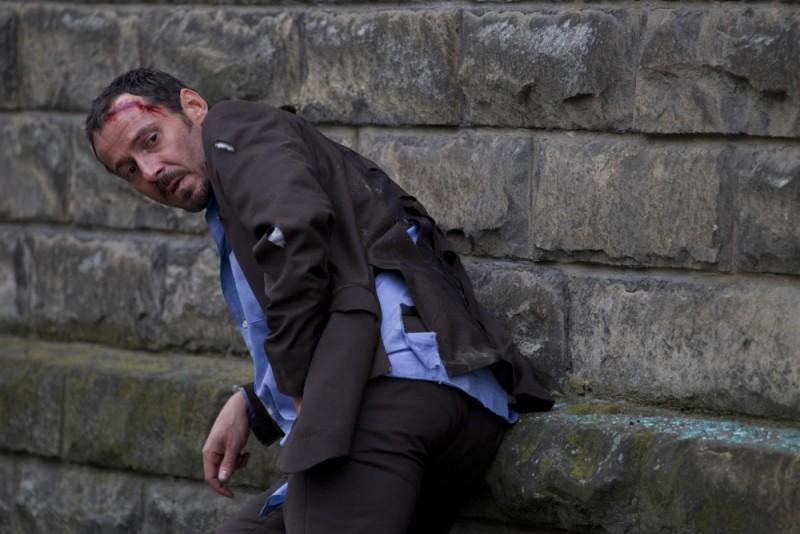Julien Boisselier ferito in una scena del thriller d'azione Nuit Blanche