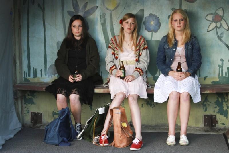 Turn Me On, Goddammit!: Malin Bjørhovde, Helene Bergsholm e Beate Støfring in una scena del film