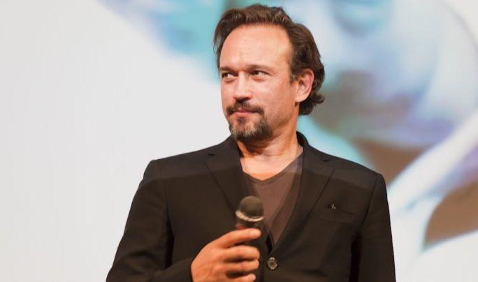 Vincent Perez in un bel primo nel corso della presentazione fiorentina di Un baiser papillon