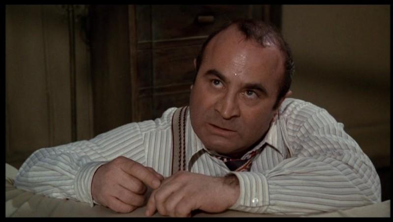 Bob Hoskins è il Detective Eddie Valiant nel film Chi ha incastrato Roger Rabbit? (1988)