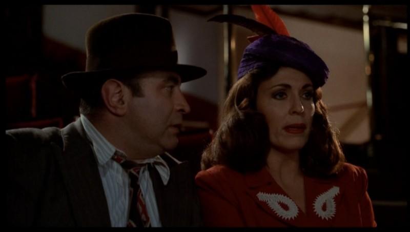 Bob Hoskins e Joanna Cassidy in una scena di Chi ha incastrato Roger Rabbit (1988)