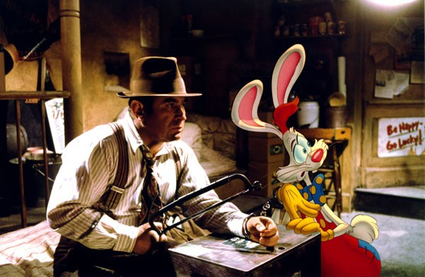 Bob Hoskins e Roger Rabbit in una scena del film Chi ha incastrato Roger Rabbit?