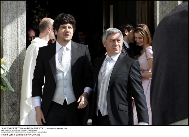 Fabio De Luigi e Antonio Catania sono genero e suocero in una scena de La peggior settimana della mia vita