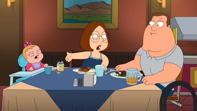 I Griffin: Meg con Joe e la piccola Susie in una scena di The Hand That Rocks the Wheelchair