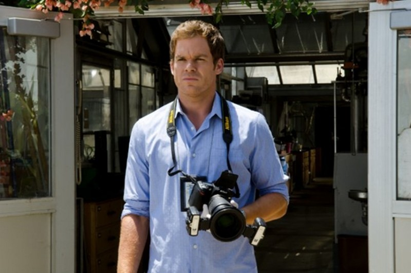 Michael C. Hall pensieroso e preoccupato in una scena nell'episodio A horse of a different color
