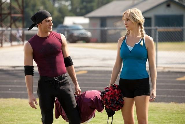 The Vampire Diaries: Michael Trevino e Candice Accola in una scena dell'episodio Smells Like Teen Spirit