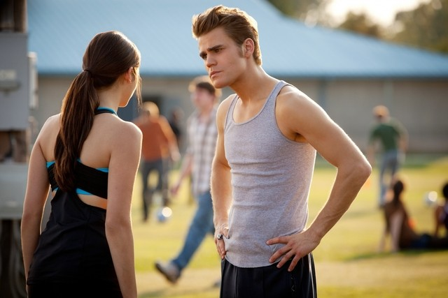 The Vampire Diaries: Nina Dobrev e Paul Wesley in un momento dell'episodio Smells Like Teen Spirit