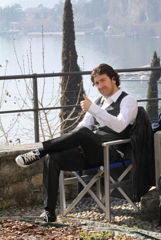 Alessandro Siani in una bella foto sul set de La peggior settimana della mia vita