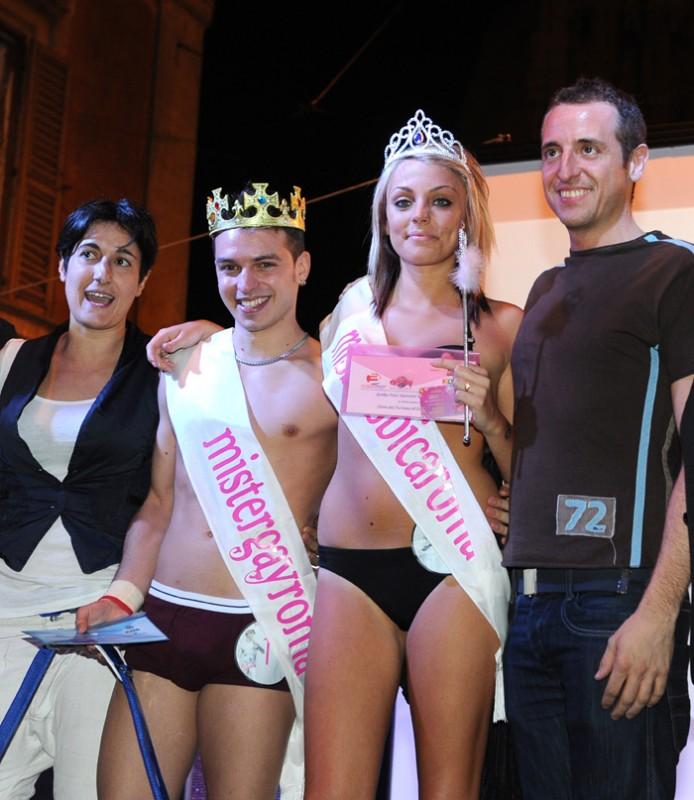 Gaia Elide Bruschini con la fascia di Miss Lesbica 2010, accanto a Giulio Spatola, Mister Gay 2010