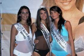 Laura Betto, Fabia Breda, Caterina Siviero durante le selezioni venete di Miss Italia 2005