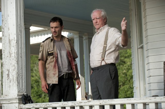 The Walking Dead: Andrew Lincoln e Scott Wilson nell'episodio Sangue del mio sangue