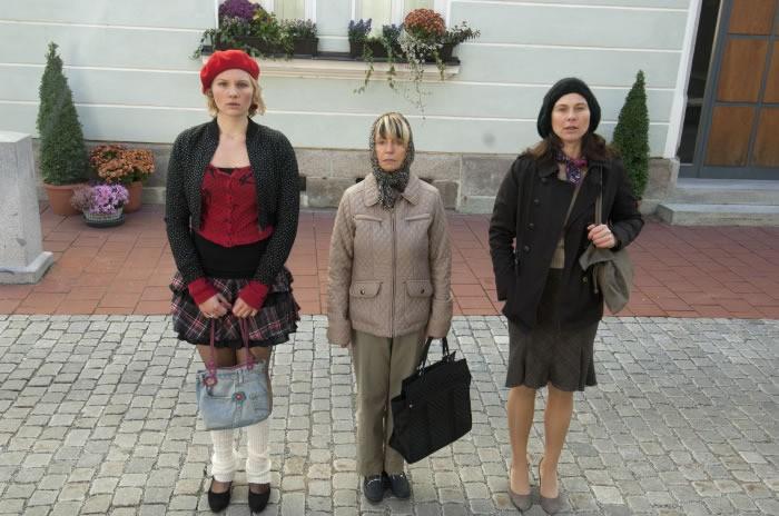 Bettina Mittendorfer con Rosalie Thomass e Gisela Schneeberger nella commedia tedesca Eine ganz heiße Nummer