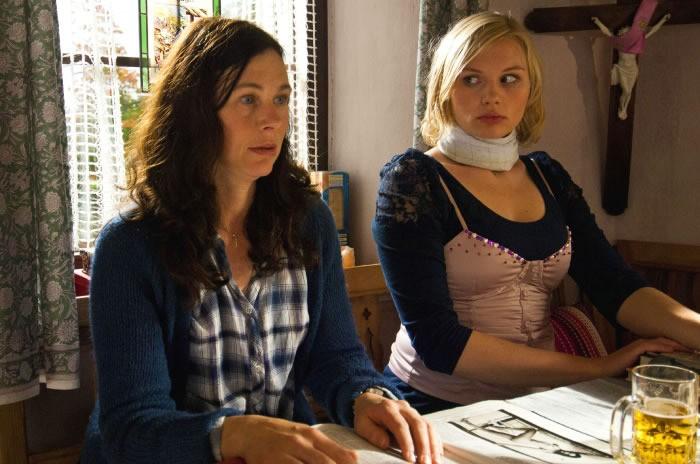 Bettina Mittendorfer con Rosalie Thomass nella commedia tedesca Eine ganz heiße Nummer