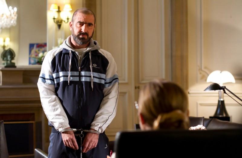 Eric Cantona in manette nel film De force, del 2011